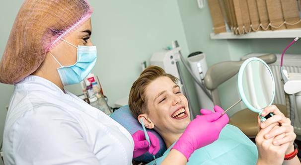 Як видаляють зубний камінь в стоматології