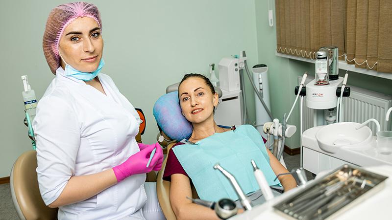 Як відбілюють зуби в стоматології