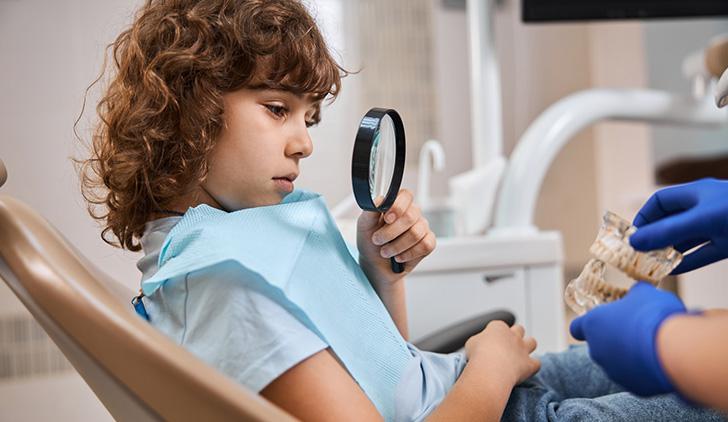 Чи можна виривати молочні зуби