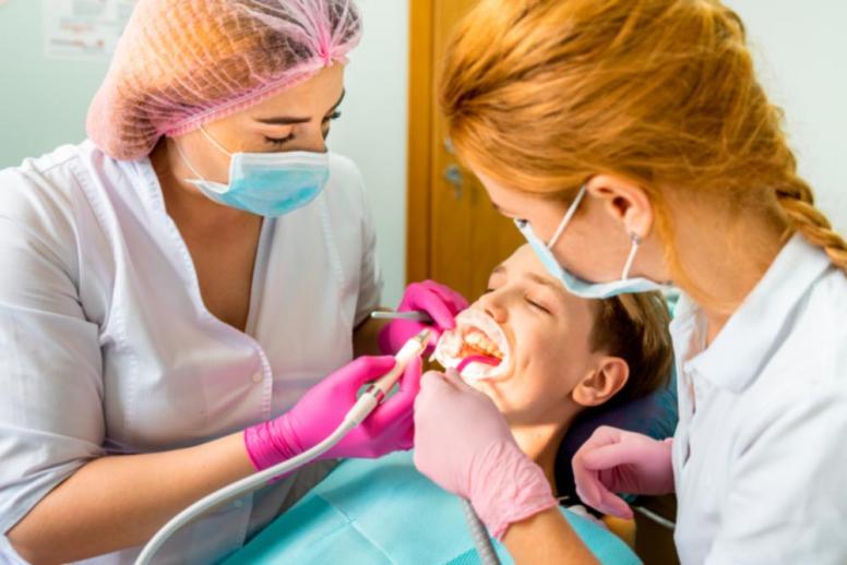 Хитаються зуби